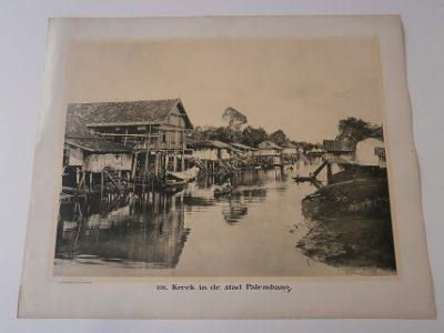 Kreek in stad Palembang. [DEMMENI, Jean]