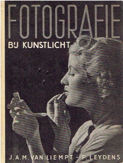 Fotografie bij kunstlicht. Tweede herziene druk. LIEMPT, J.A.M. van & P. LEYDENS